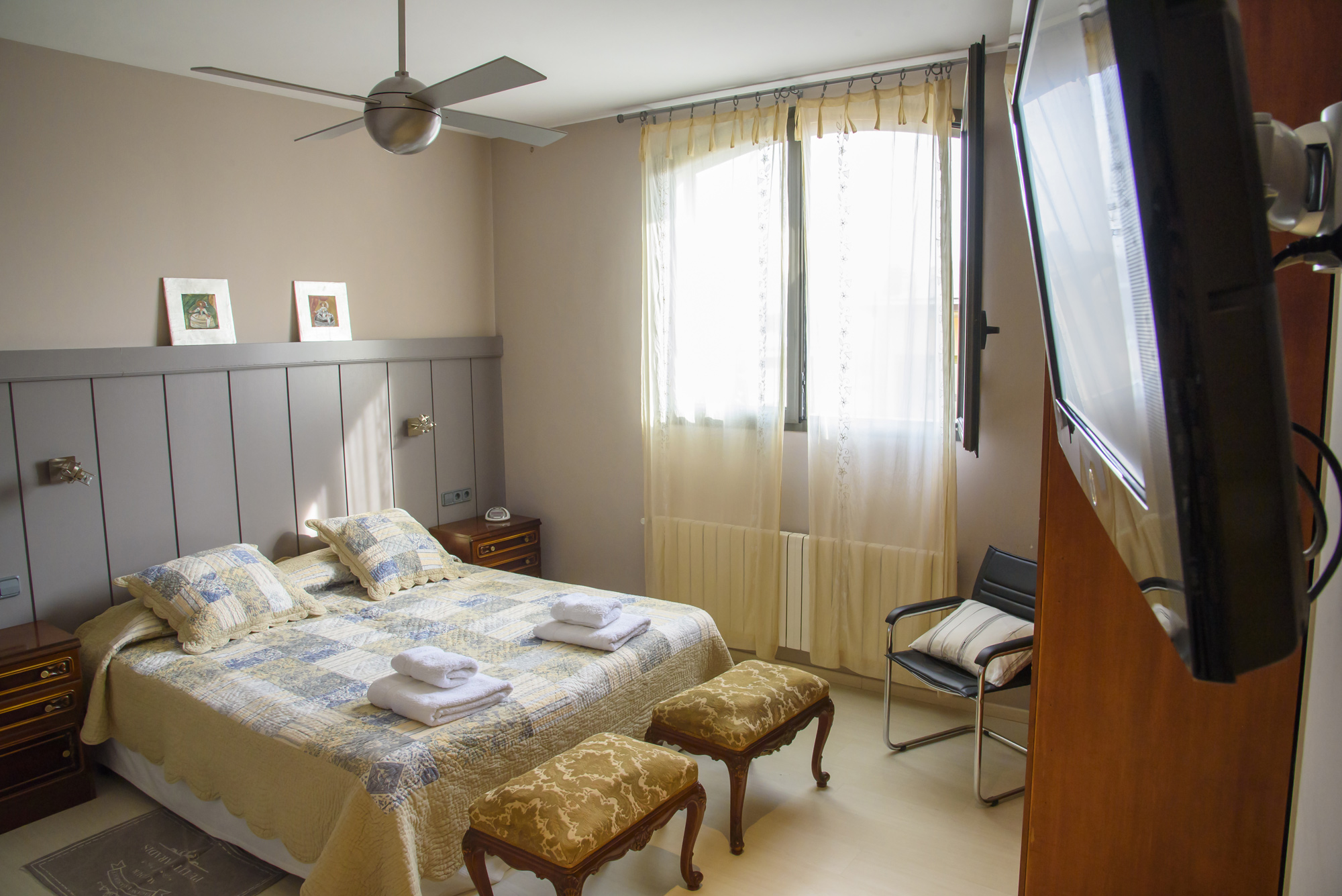 Anitas-Bed-and-Breakfast-Barcelona-R101